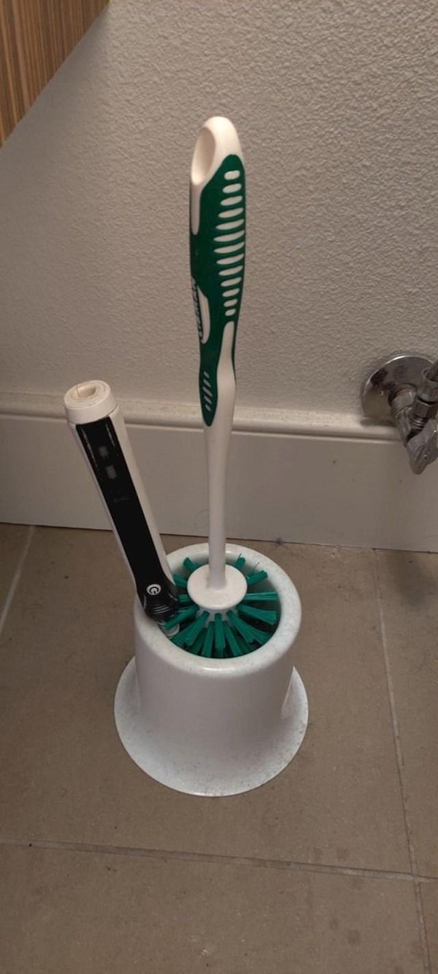 """""""Električna četkica za zube mi je pala na nezgodno mjesto."""""""