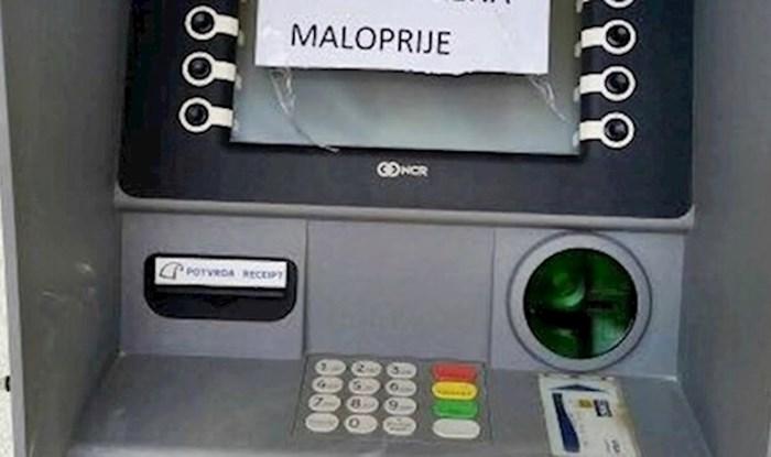 Htio je podići novac na bankomatu, a onda ga je na ekranu dočekala smiješna poruka