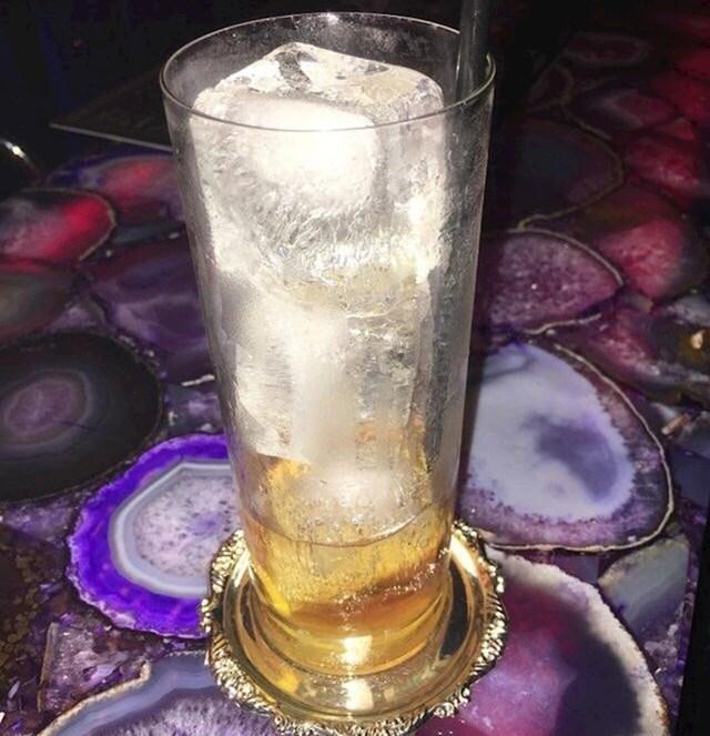 """""""Naručio sam veliko piće. Evo što sam dobio, 80% čaše zauzimao je led."""""""