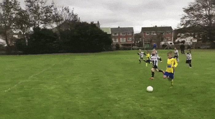 NIJE FER! Pogledajte što je trener učinio klincu kako njegova momčad ne bi primila gol