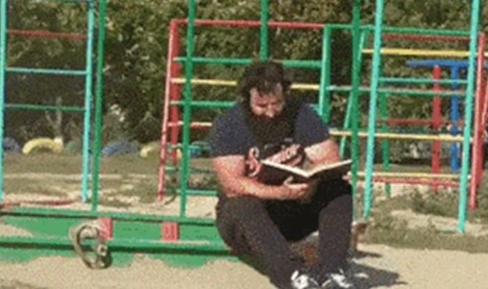 Netko je snimio zbog čega je jedan otac ponio puhač za lišće na dječje igralište