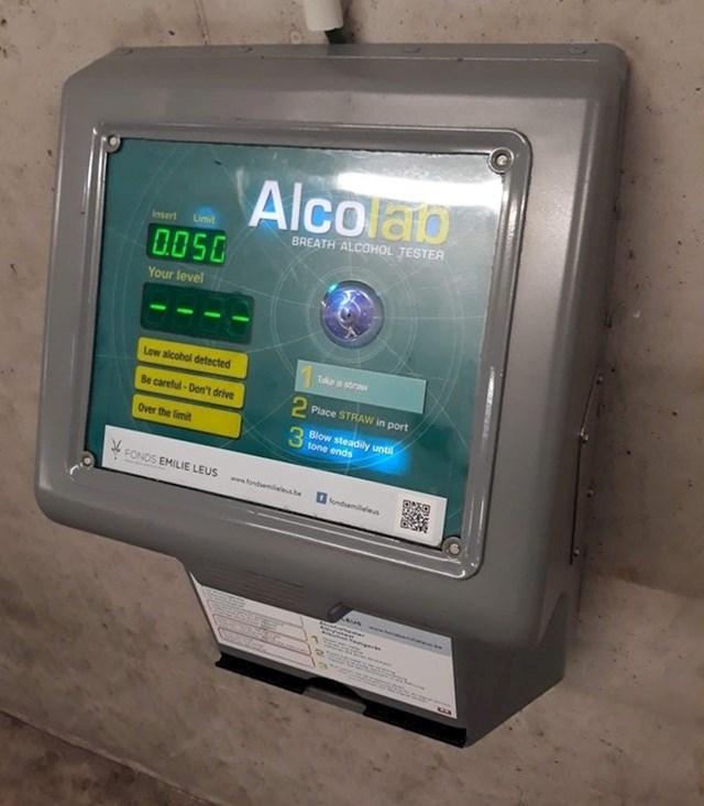 Ovo parkiralište ima automat na kojem možete provjeriti imate li alkohola u krvi i jesti li u stanju voziti auto.