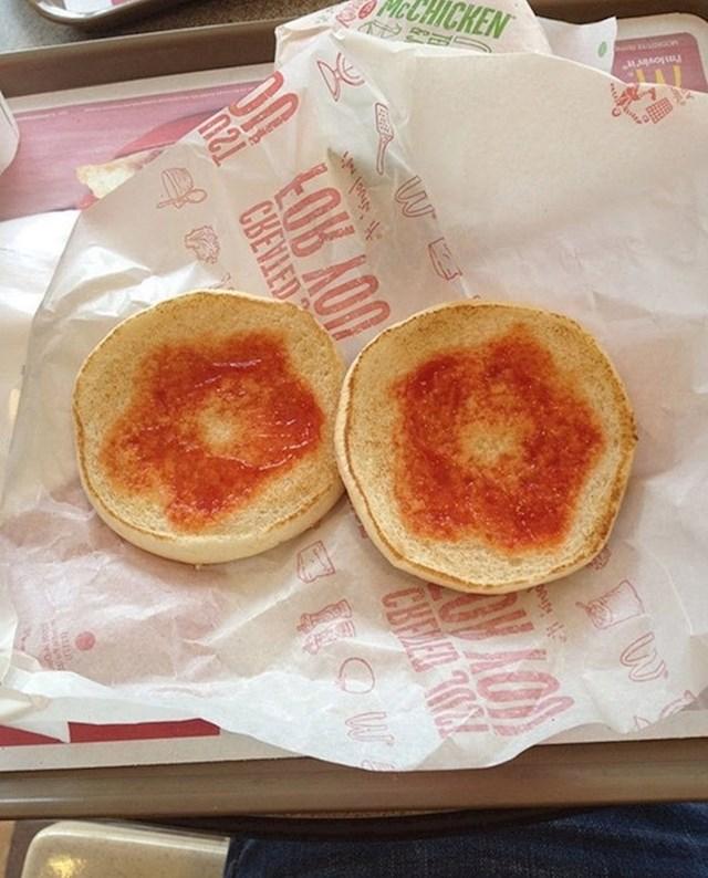 Nije htio dodatne umake u burgeru, htio je samo ketchup. Krivo su ga shvatili.
