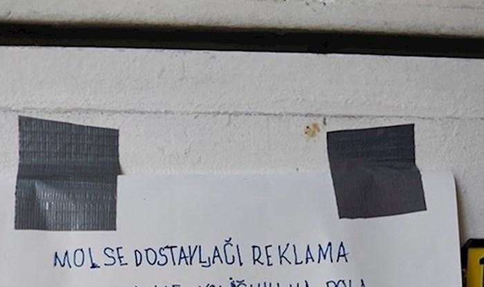 """Netko je """"dostavljaču reklama"""" ostavio važnu poruku, susjed ju je morao slikati"""