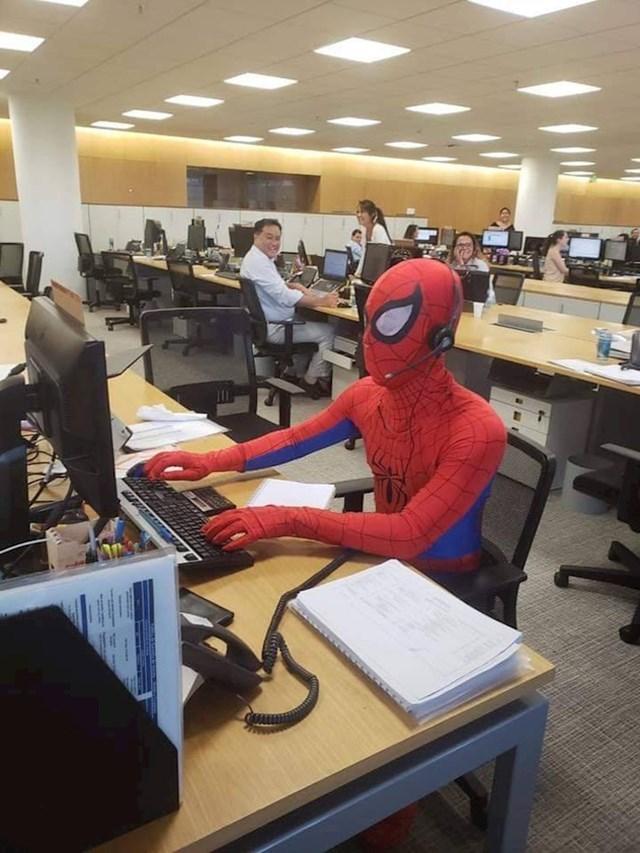 Spider-Man radi u uredu!
