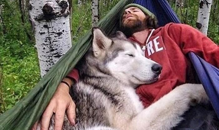 11 preslatkih načina na koje vam vaš pas kaže da vas voli i da ne može bez vas