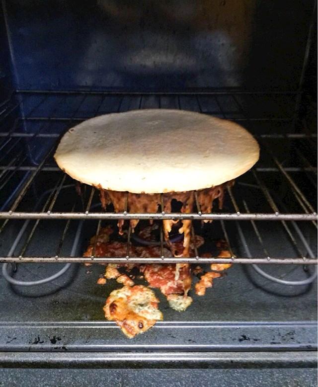 Ovo je krivi način za pečenje pizze.