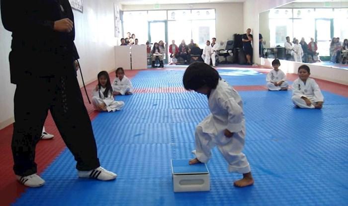VIDEO Mali Taekwondo majstor pokušao je slomiti ploču, ono što se zatim dogodilo nasmijalo je sve prisutne