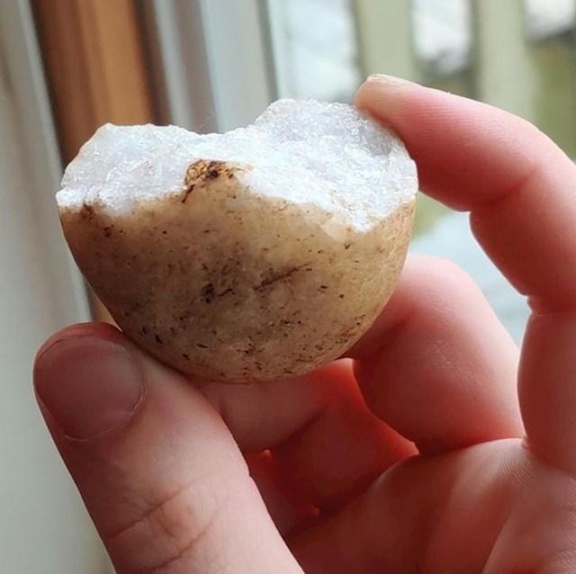 """""""Našao sam kamen koji izgleda kao napola pojedeni krumpir."""""""