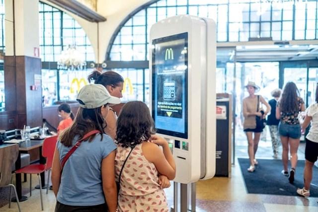 """""""Za lokaciju ovog McDonald's restorana se može reći da je povijesna, no sustav naručivanja prati trendove automatizacije."""""""