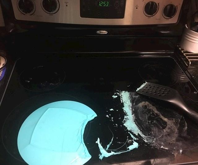 """""""Ono kad se vratite kući i doživite malu nezgodu u kuhinji..."""""""