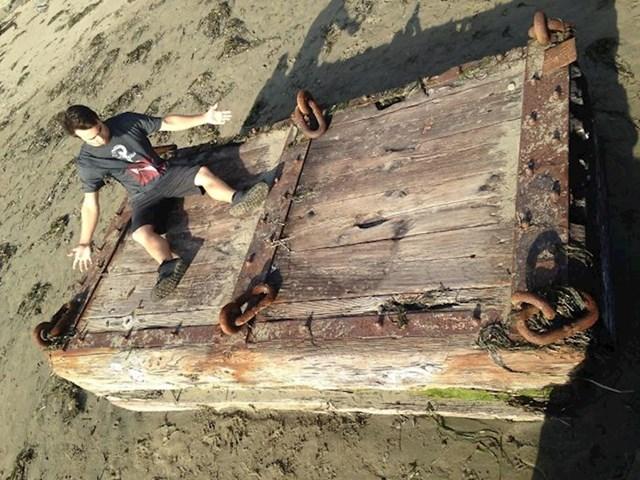 Čovjek iz Kalifornije pronašao je ogroman drveni sanduk.