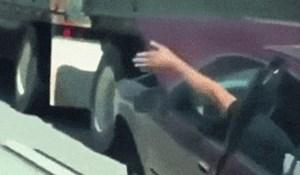 Vozač je na autocesti snimio najbizarniji prizor ikad, pogledajte što se nekome dogodilo