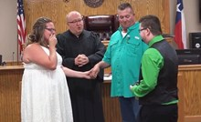 VIDEO Prekinula je sestrino vjenčanje kako bi napravila nešto zbog čega je mladenka zaplakala