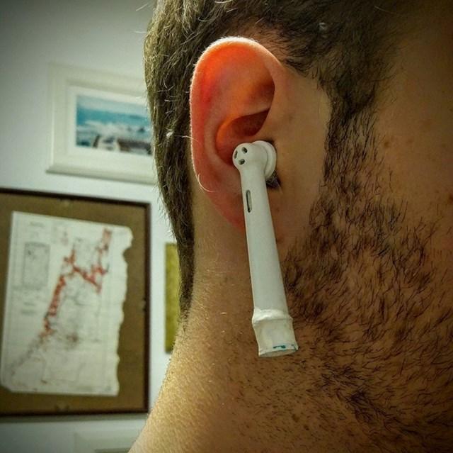 Što mislite, je li netko primijetio da ovo nisu bežične slušalice?