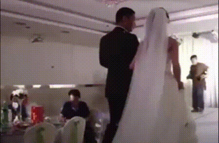 Fotografu se dogodila nezgoda na vjenčanju, mladoženja dobio u glavu