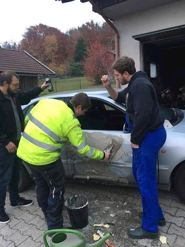 Nemojte OVAKO popravljati vrata na autu. :)
