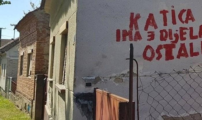 Slavonac je podijelio sliku kuće iz susjedstva koja na sebi ima čudan natpis