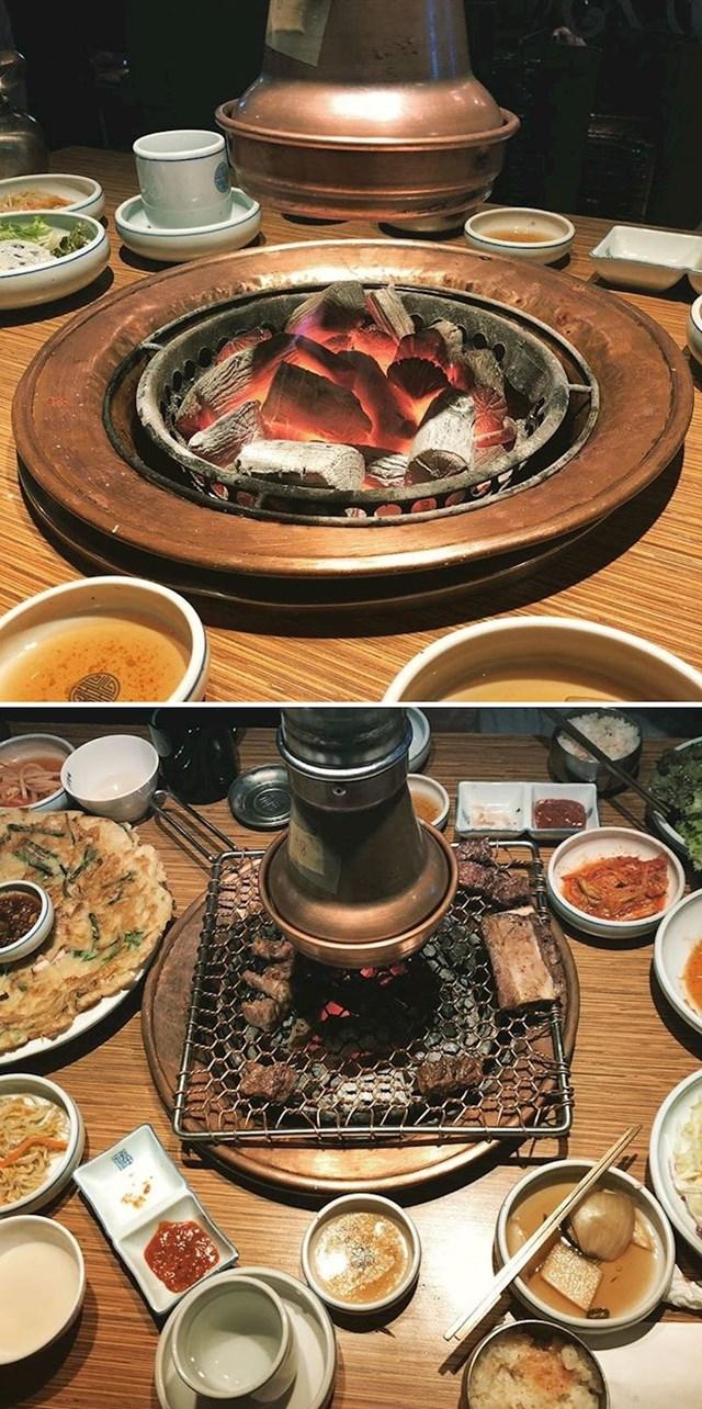 U korejskim restoranima možete sami pripremati hranu ako želite.