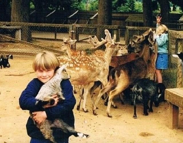 Kad se slikate sa životinjama, pazite na to da svi imaju dovoljno hrane.