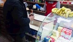 Zaštita protiv koronavirusa u jednom ukrajinskom dućanu nasmijala je društvene mreže