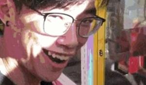 Mladić je pronašao način da isprazni automat s nagradama, njegov izraz lica govori više od tisuću riječi