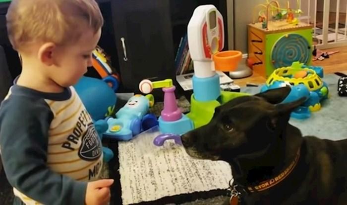 VIDEO Mama je snimila druženje djeteta i psa koje se pretvorilo u nešto sasvim drugo