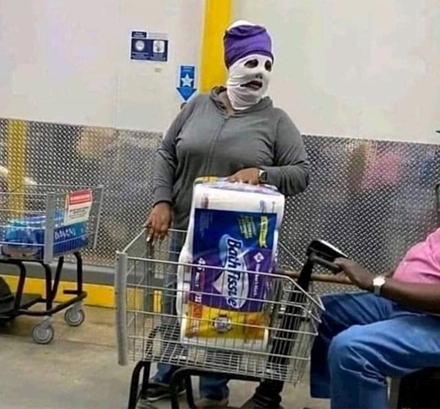 Ovo je maska kojoj je uplašila ostale kupce: