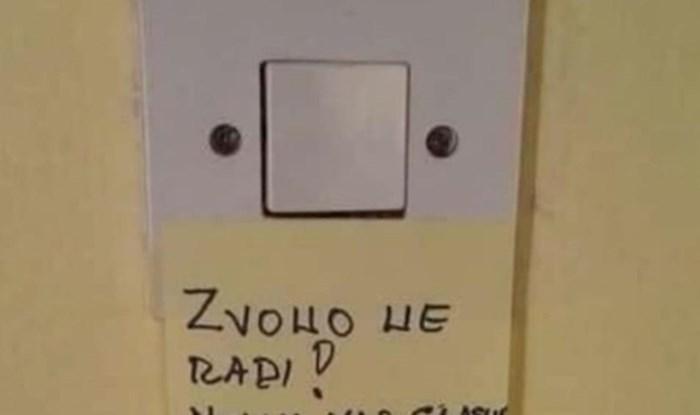 Zvono nije radilo pa je obitelj gostima napisala smiješne upute