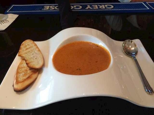 """U kantini je dobio ovaj """"tanjur"""", bilo je jako teško nositi ga do stola."""