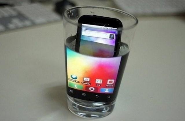 """""""Vodu možete koristiti kao povećalo za mobitele."""""""