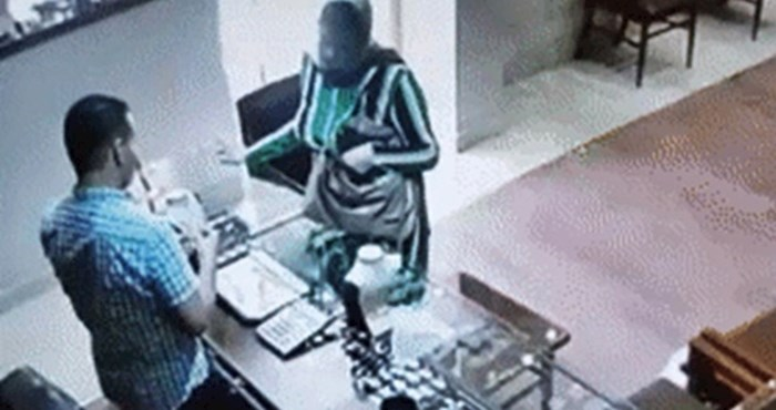 Žena je u zlatarnici na jako bezobrazan način htjela ukrasti nakit, pogledajte što je kamera snimila