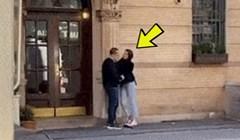 Zgodna mlada žena je htjela poljubiti muškarca, no netko je izdaleka snimio što se dogodilo