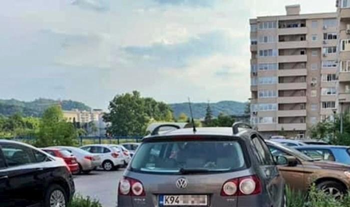 Snalažljivi vozač iz BiH nasmijao je društvene mreže svojim načinom parkiranja