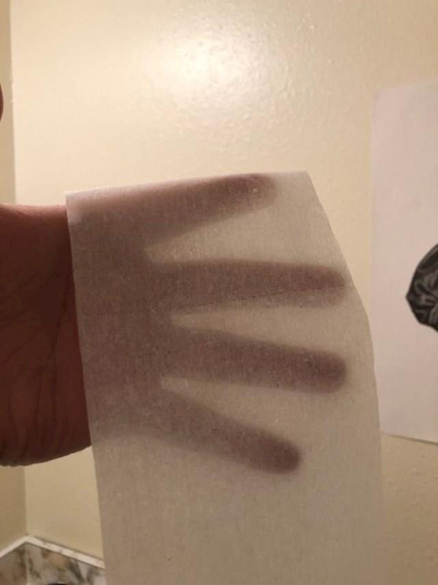 Morao je hitno na WC, ovo je sve što je bilo ostalo od papira.
