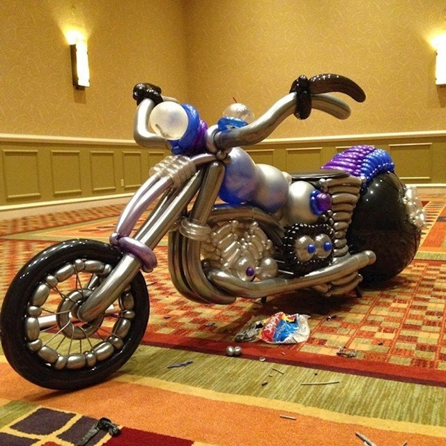 Motocikl napravljen od balona
