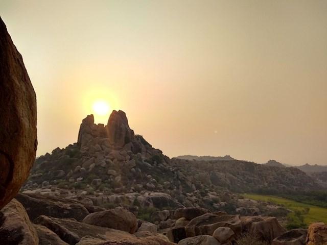 Stijene su uhvatile sunce...