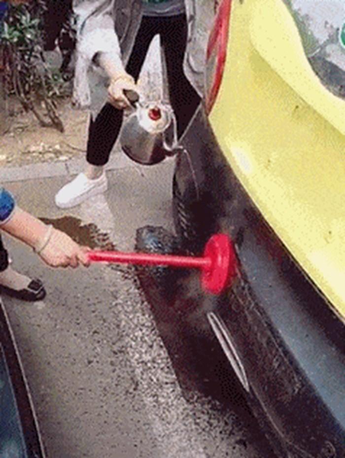SAMO DA MUŽ NE VIDI! Žena napravila štetu na autu pa se poslužila trikom kako bi sve opet popravila