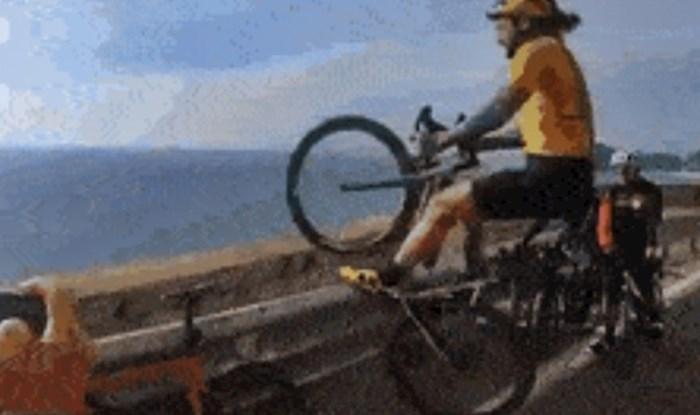 Biciklist je pred kamerom radio nevjerojatne stvari, centrimetri su ga dijelili od sigurne smrti