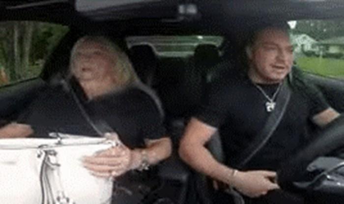 Unuk je htio prestrašiti baku prebrzom vožnjom, ona mu se genijalno osvetila