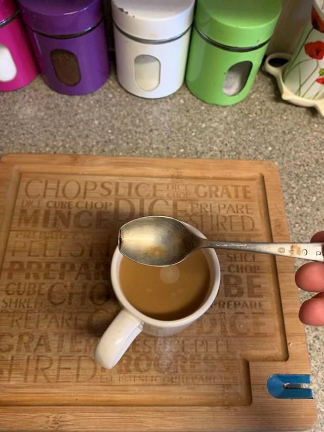Što se dogodilo sa žlicom koju je baka 45 godina koristila za miješanje kave...