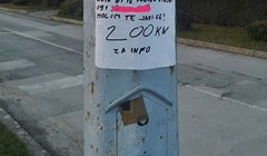 Osoba je na stupu objesila važnu poruku u kojoj je napisala za što nudi 200 kuna