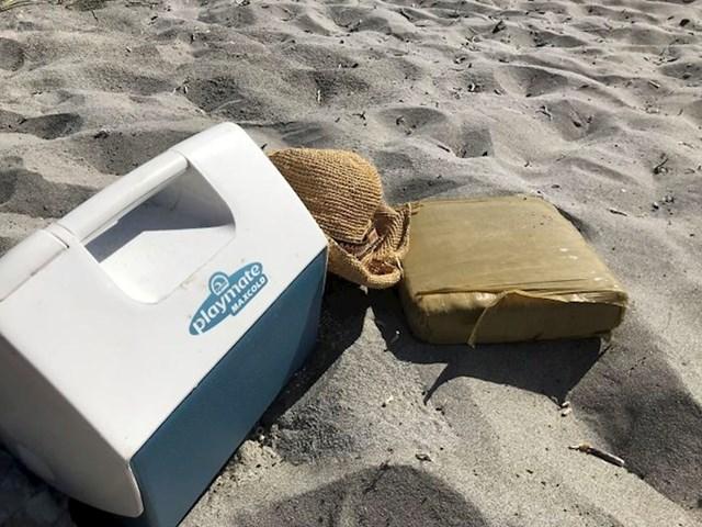 Mama je na južnoj obali Floride pronašla kilogram kokaina.