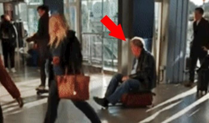 Muškarac je sjeo na svoj putni kofer i začudio ljude u zračnoj luci, pogledajte zašto