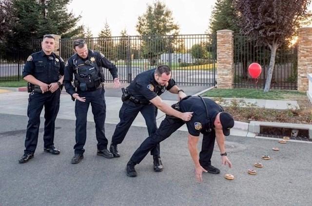 Tko kaže da policajci nemaju smisao za humor?