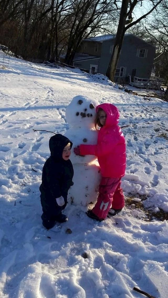 """""""Počeo je plakati jer je sestra zagrlila snjegovića umjesto njega."""""""