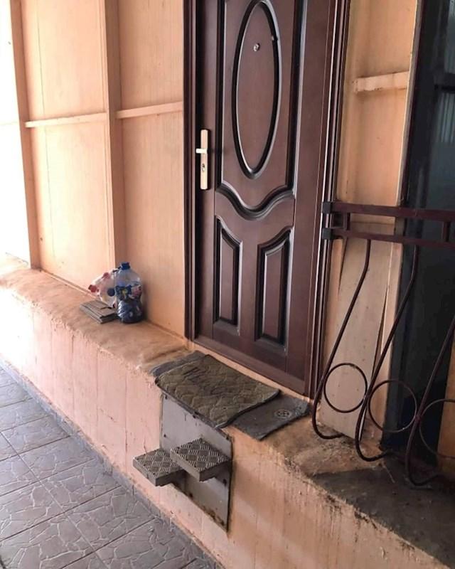 Pogledajte što je netko postavio ispod ulaznih vrata: