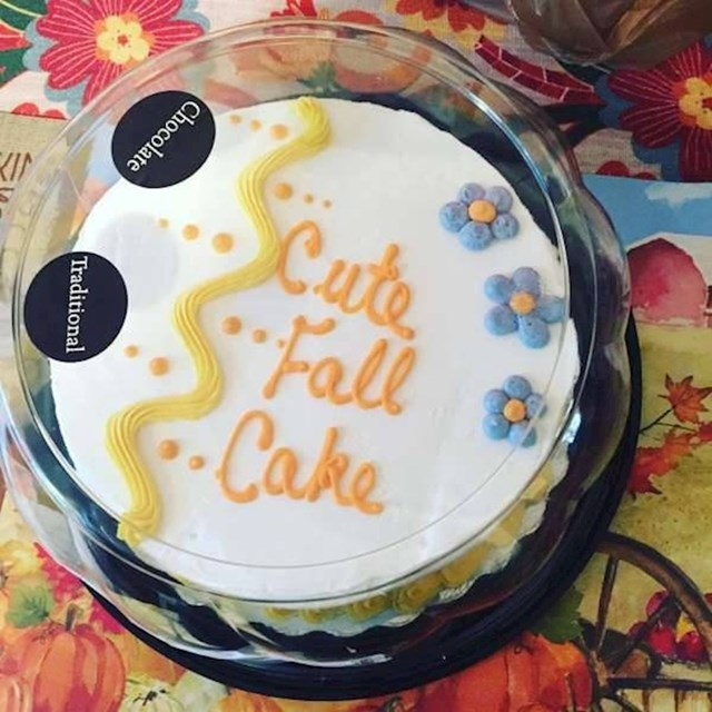 """Poslala sam muža da nam kupi nekakav slatki jesenski kolač. Vratio se s tortom na kojoj piše 'slatki jesenski kolač'."""