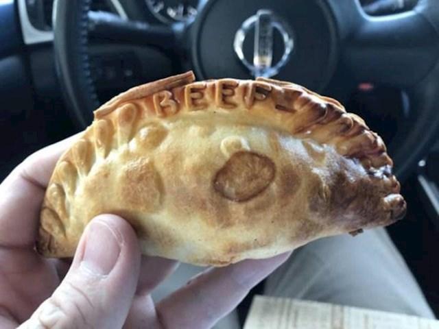 Ova pekara napiše na pecivu kakvo se meso nalazi unutra.