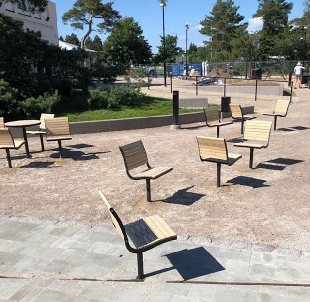 Raspored ovih sjedala izgleda kao da se netko zafrkavao na poslu.